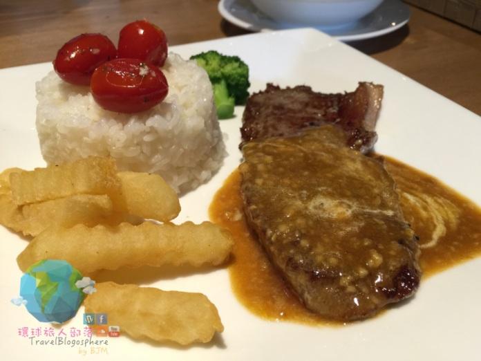行政套餐主菜之一:蒜香牛扒配飯 MOP$78